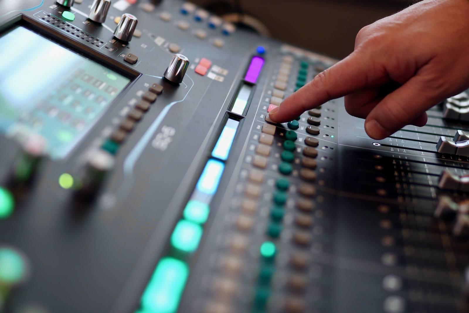 Louer Une Table De Mixage Audio Numerique Professionnelle